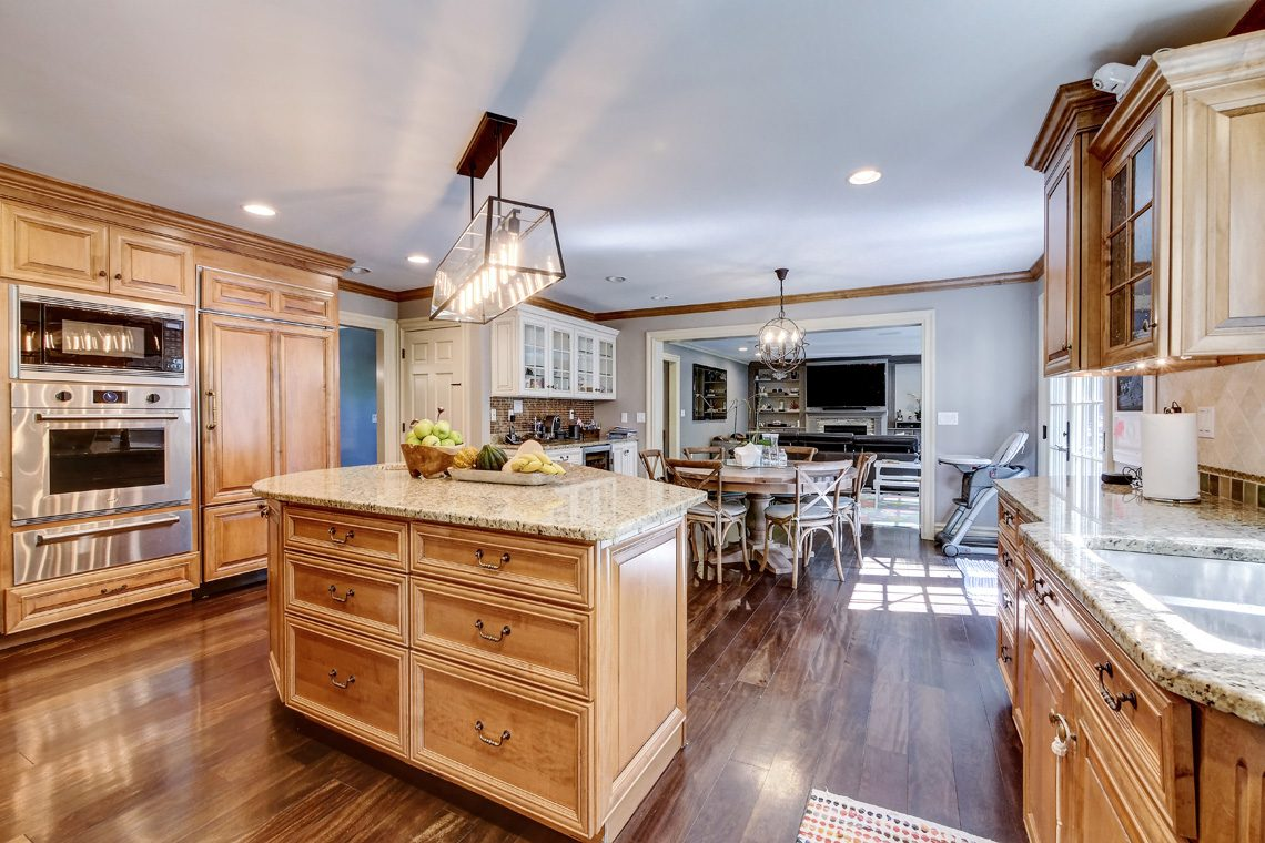 6 – 42 Sunset Drive – Kitchen