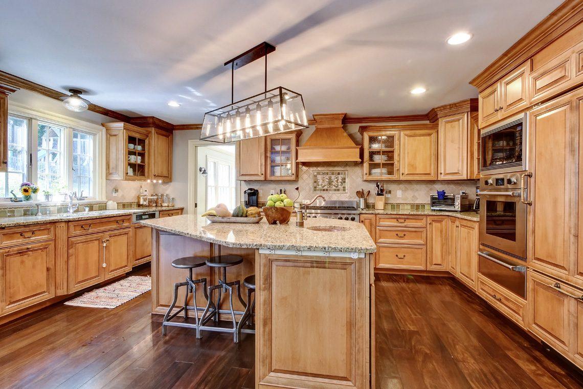 7 – 42 Sunset Drive – Kitchen