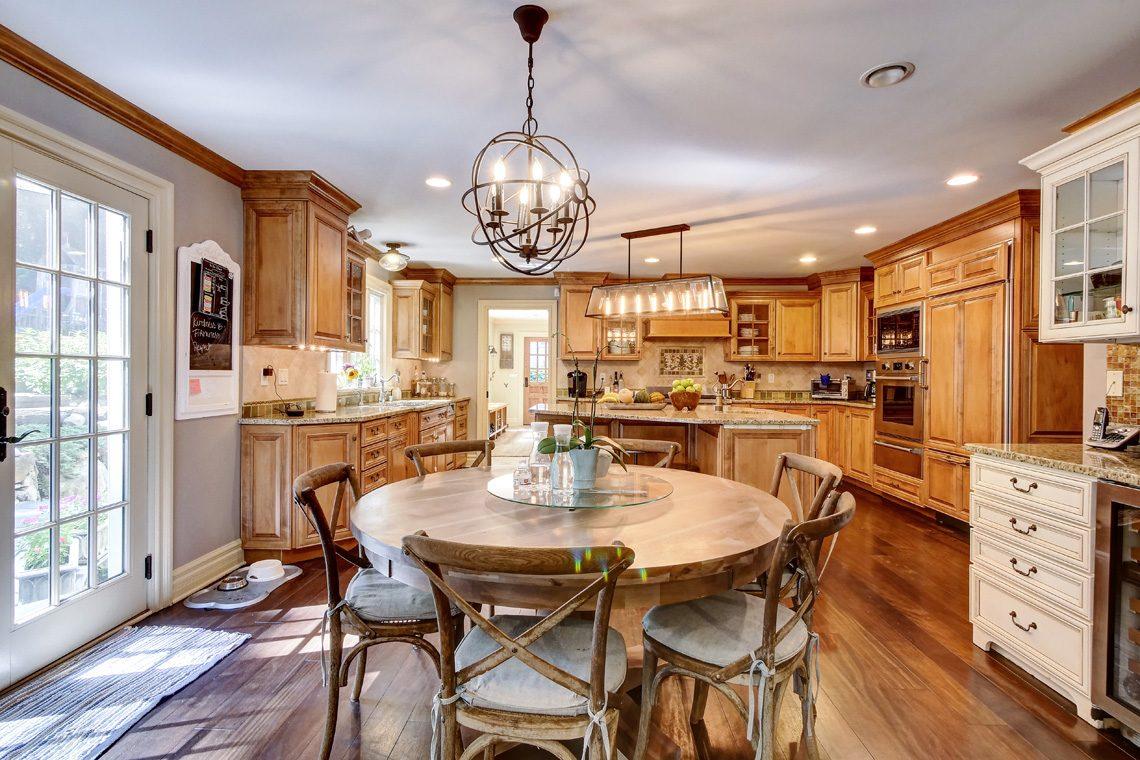 8 – 42 Sunset Drive – Kitchen