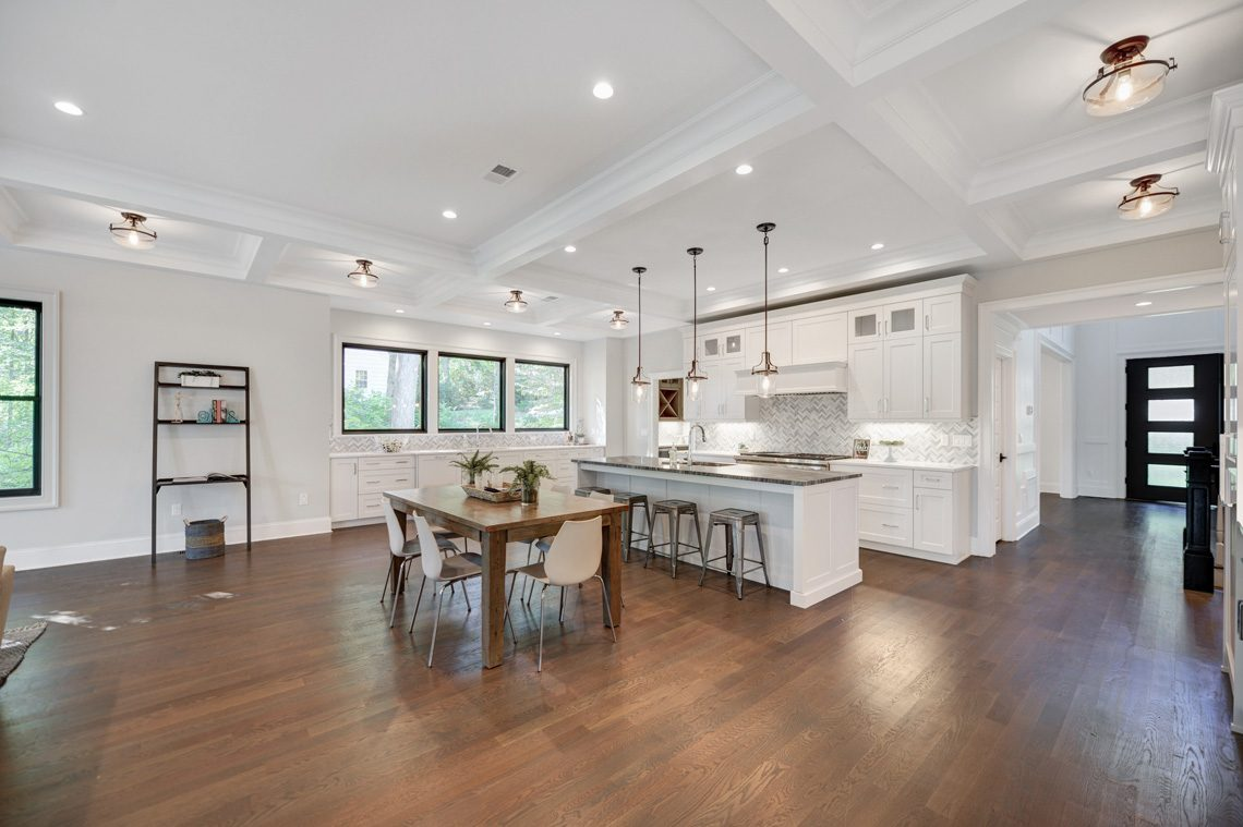 10 – 40 Hillside Avenue – Gourmet Eat-in Kitchen