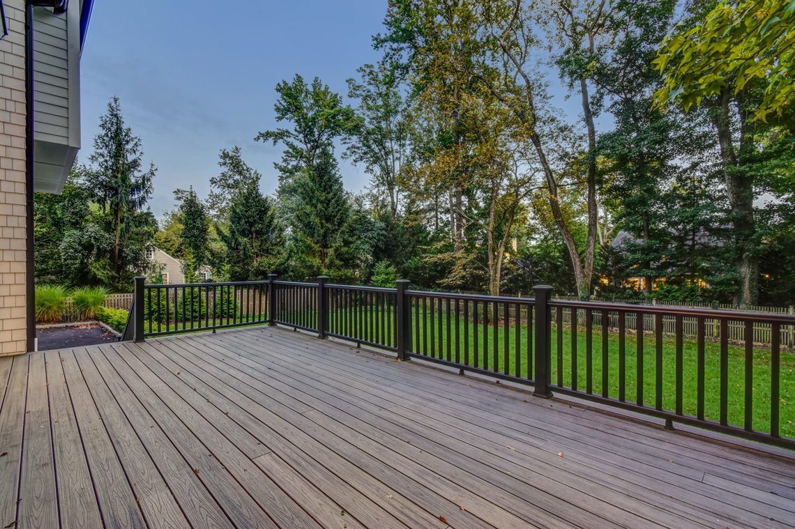 23 – 40 Hillside Avenue – Gorgeous Deck