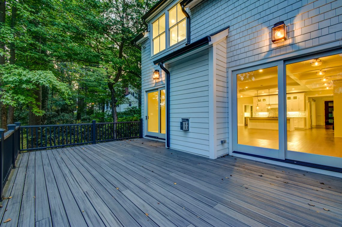 25 – 40 Hillside Avenue – Gorgeous Deck
