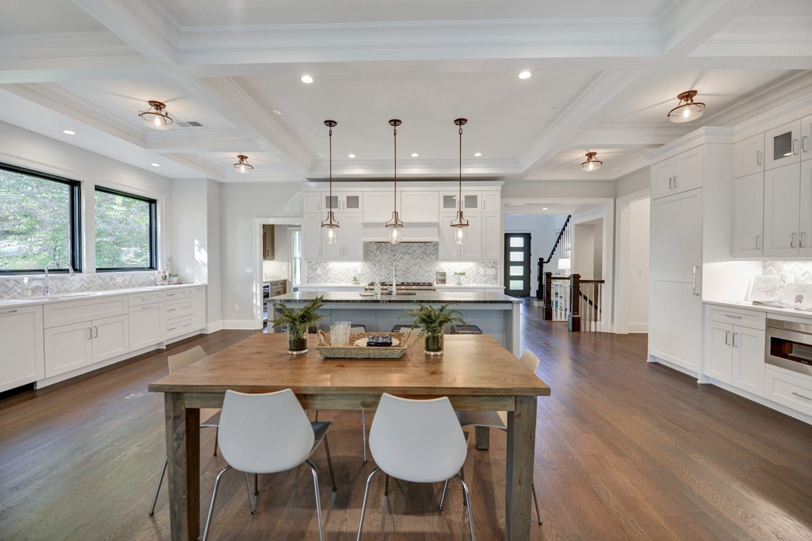 9 – 40 Hillside Avenue – Gourmet Eat-in Kitchen