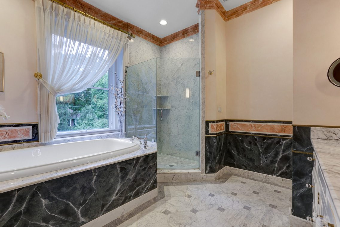 12 – 118 Forest Drive – Spa-like Master Bath