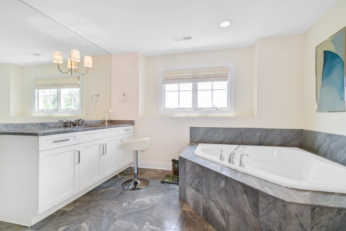 13 – 14 Metzger Drive – Master Bath