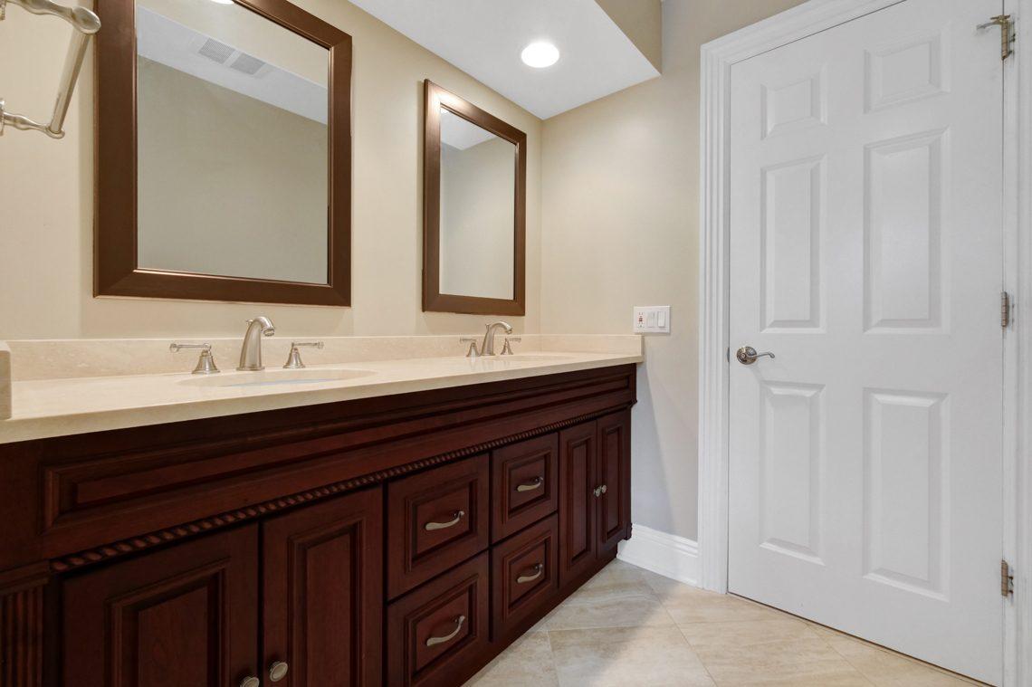 13 – 89 Browning Road – In-law Suite En Suite Bath