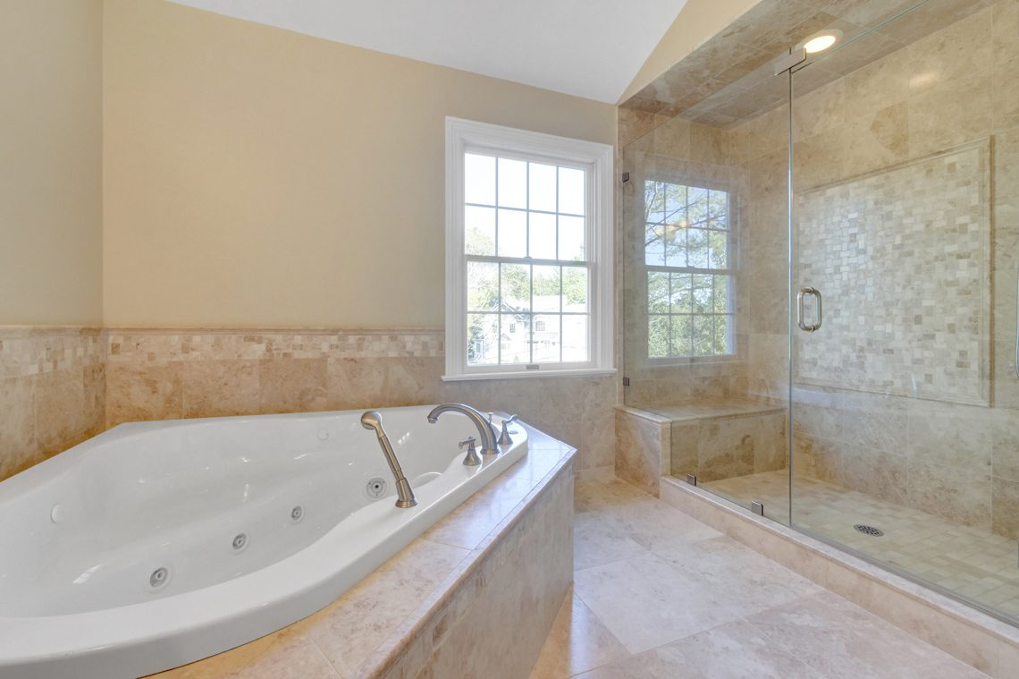 17 – 89 Browning Road – Master Bath