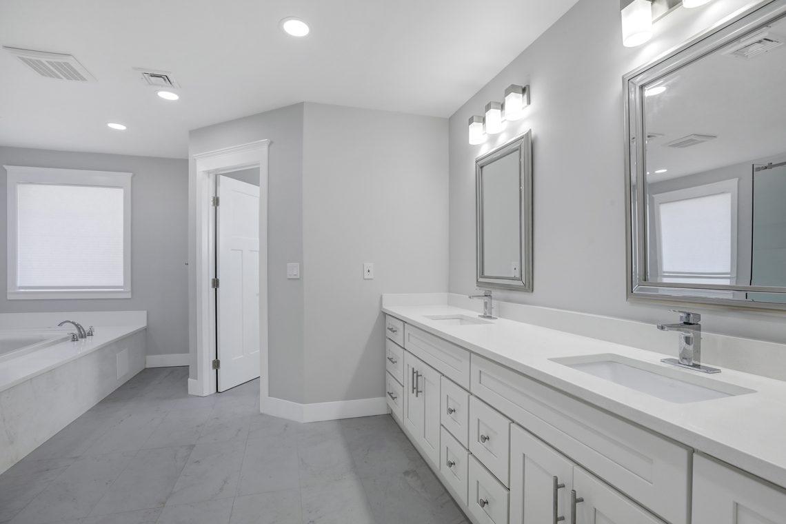 17 – 9 Highview Road – Master Bath