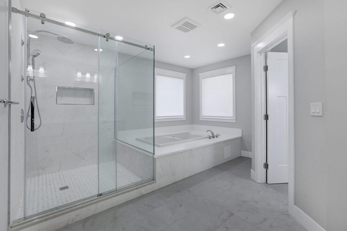 18 – 9 Highview Road – Master Bath