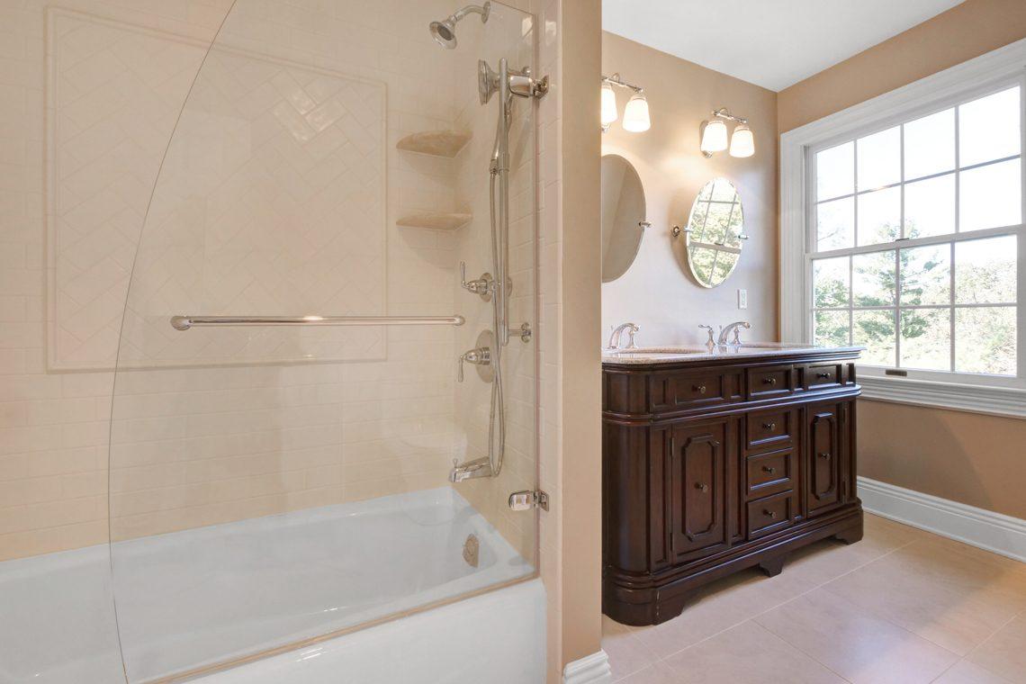 19 – 89 Browning Road – En Suite Bath