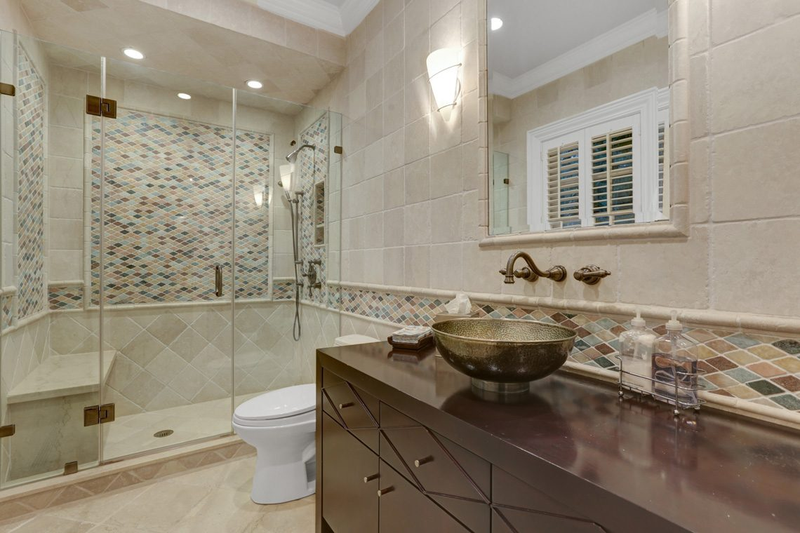 21 – 118 Forest Drive – Stunning Bathroom in Indoor Pool