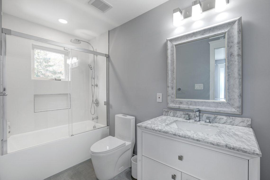 23 – 9 Highview Road – Full Bath