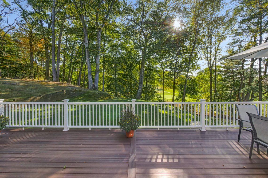 25 – 89 Browning Road – Beautiful Deck