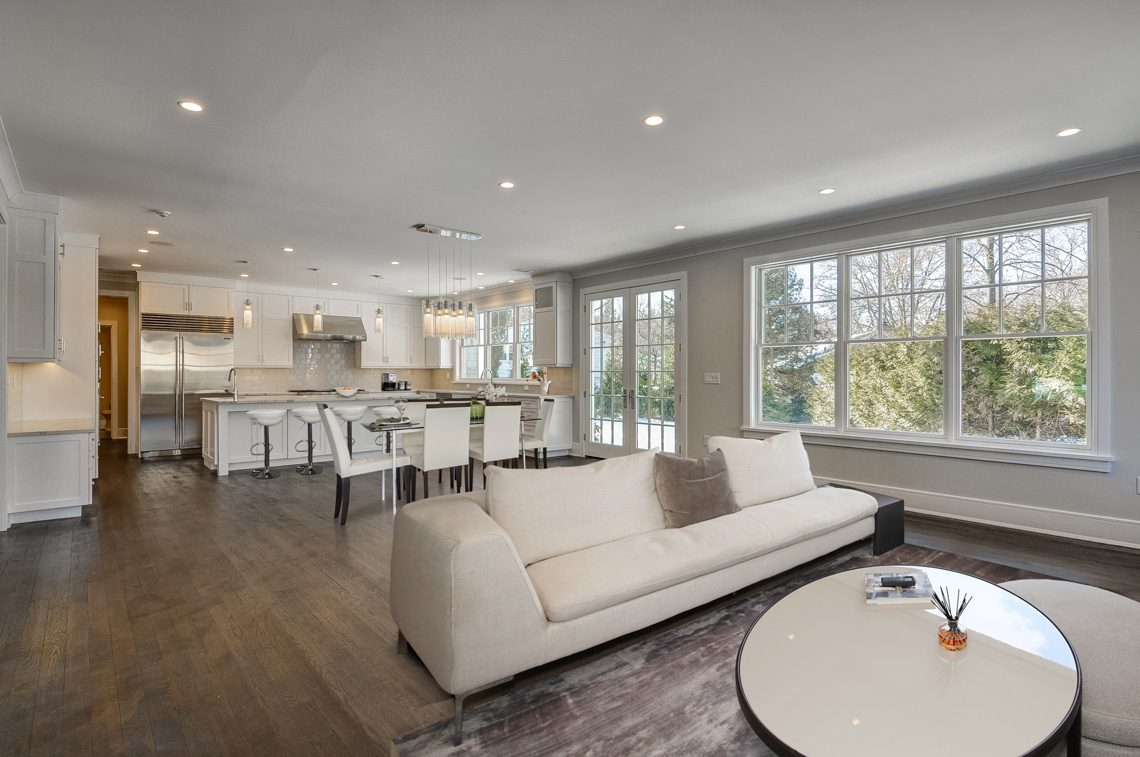 6 – 7 Saratoga Way – Family Room & Gourmet Eat-in Kitchen
