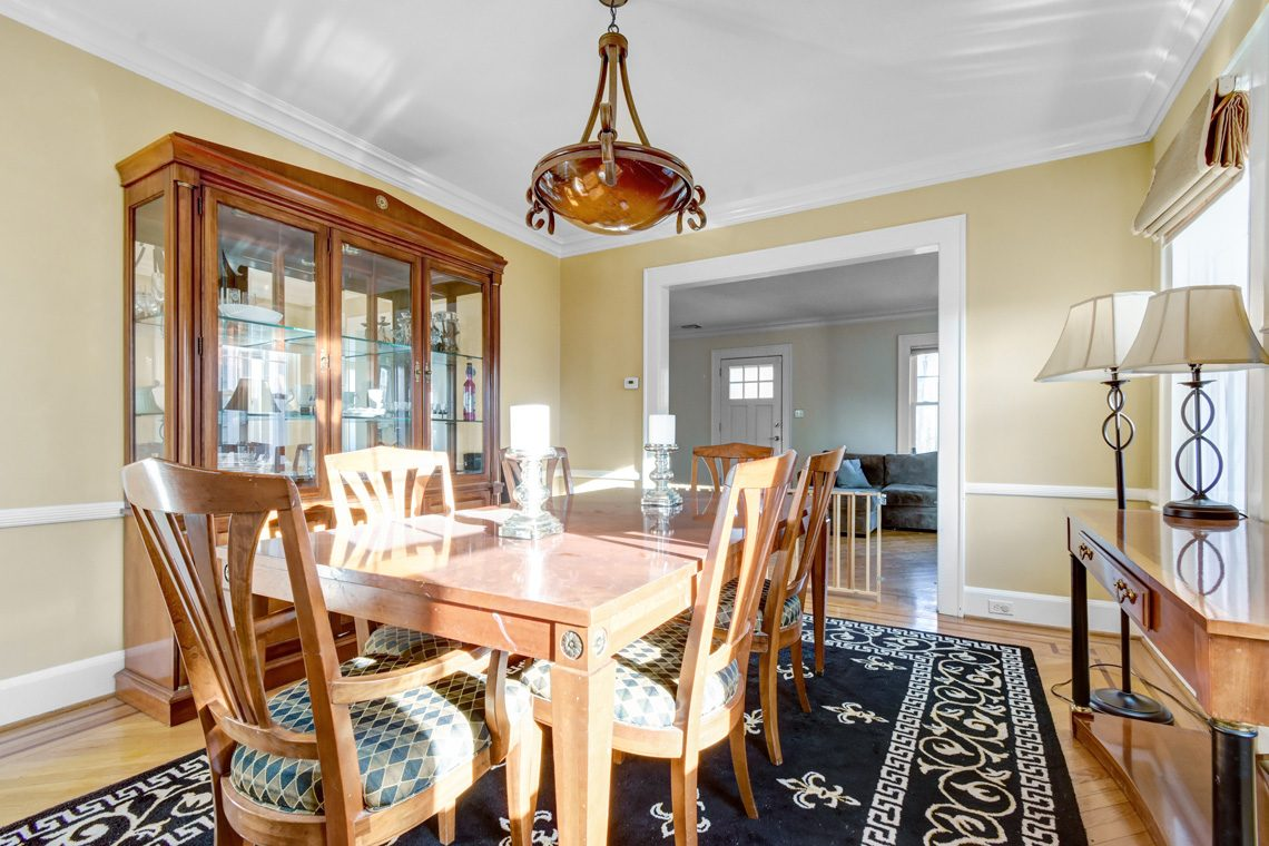11 – 45 Parkview Drive – Beautiful Dining Room