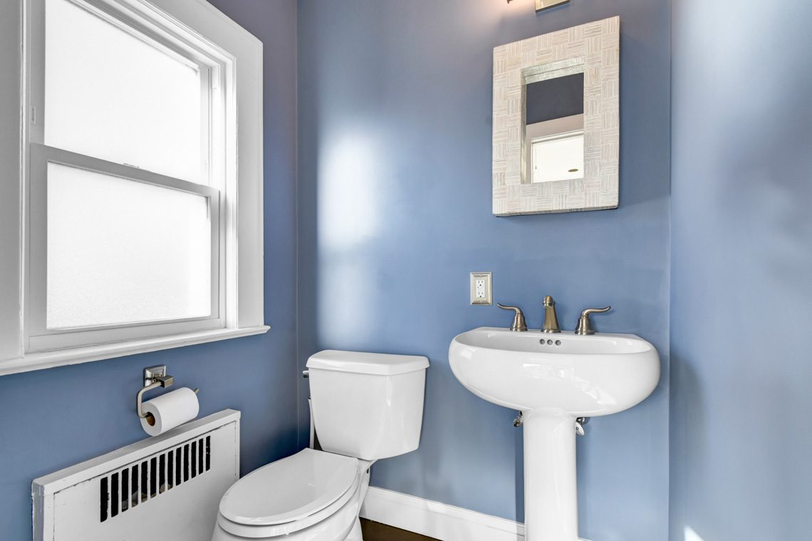 12 – 45 Parkview Drive – Powder Room
