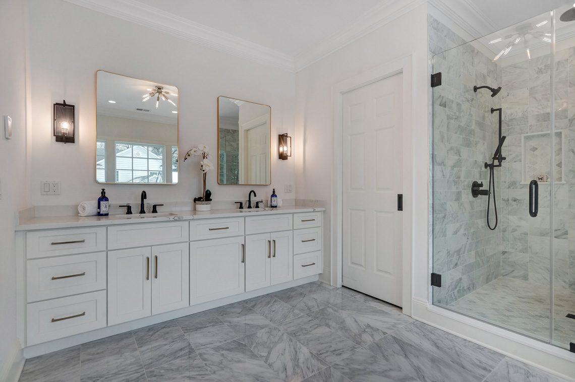 16 – 16 Sheridan Drive – Master Bath