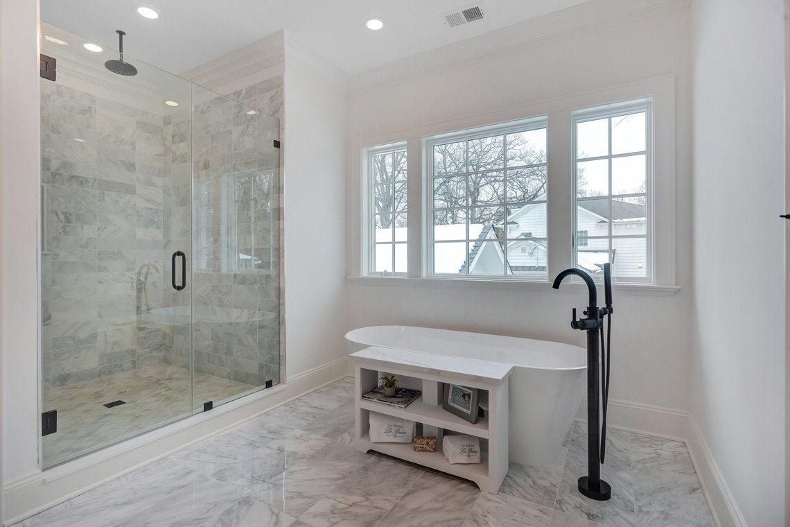 17 – 16 Sheridan Drive – Master Bath