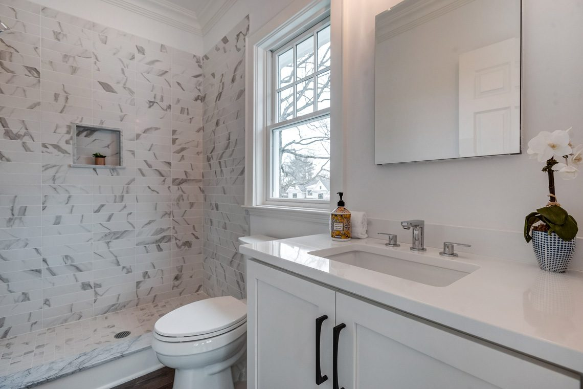 20 – 16 Sheridan Drive – En Suite Full Bath
