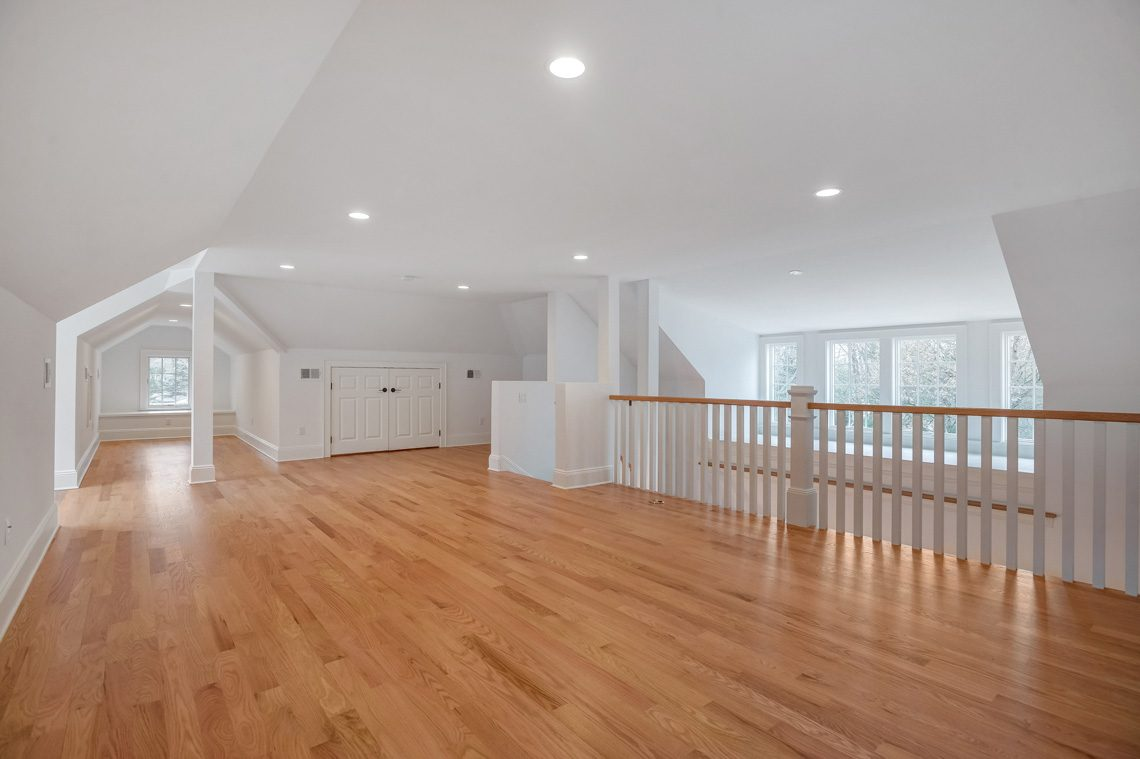 21 – 16 Sheridan Drive – 3rd Level Bonus Room