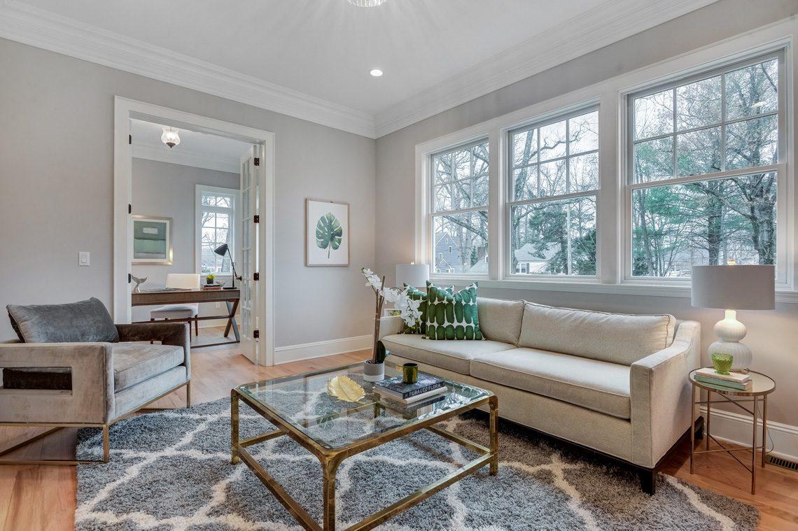 4 – 16 Sheridan Drive – Living Room