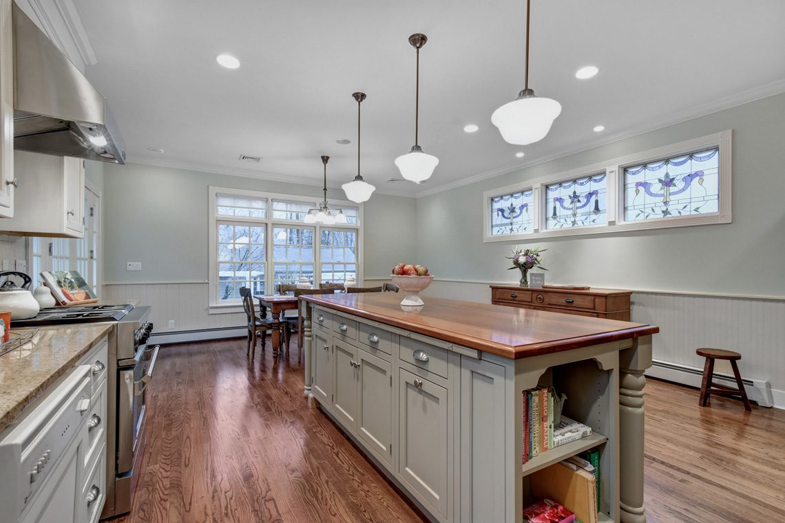 10 – 438 White Oak Ridge Road – Eat-in Kitchen
