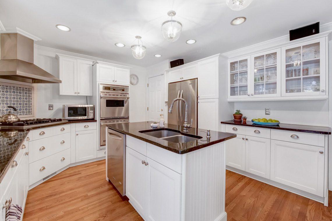 12 – 29 Byron Road – Gourmet Eat-in Kitchen