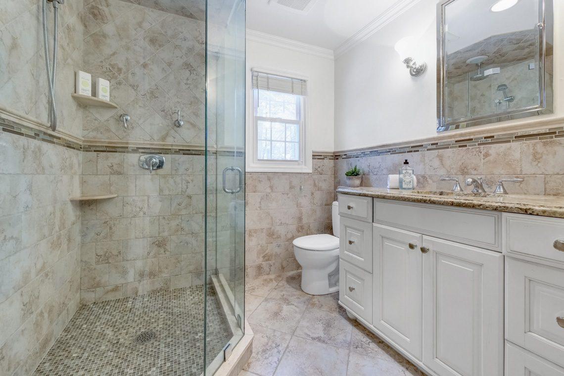 16 – 29 Byron Road – Master Bath