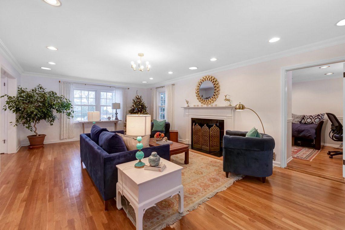 4 – 29 Byron Road – Living Room