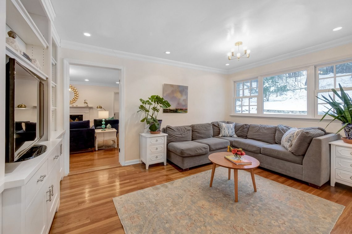 6 – 29 Byron Road – Family Room