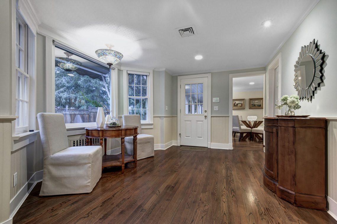 6 – 438 White Oak Ridge Road – Foyer