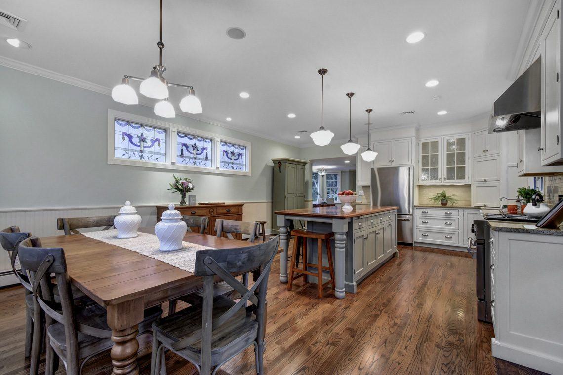 9 – 438 White Oak Ridge Road – Eat-in Kitchen