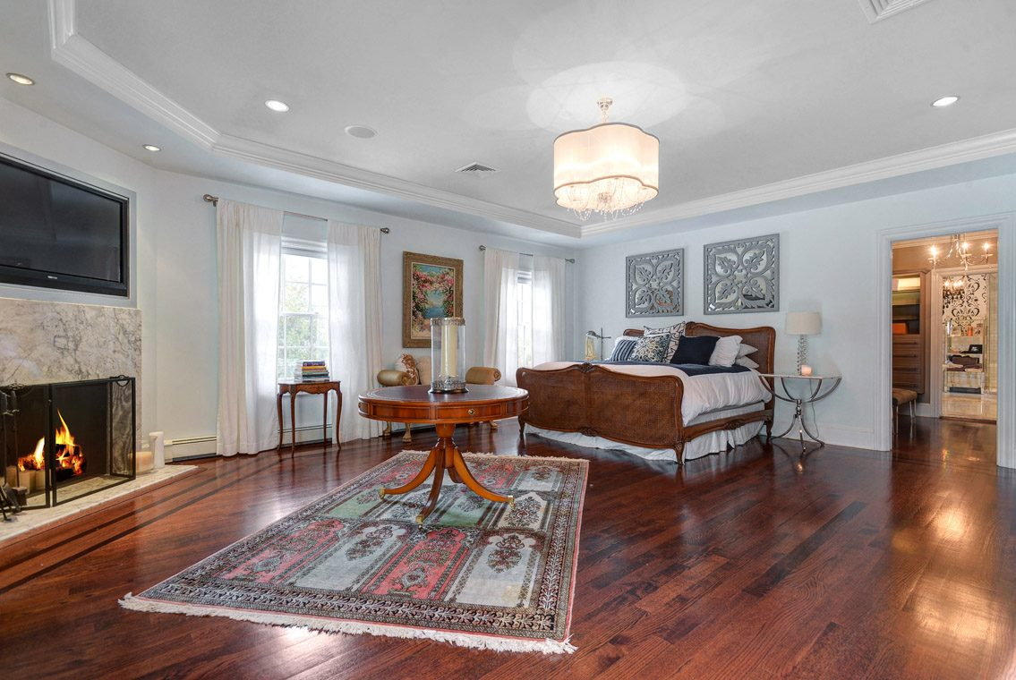 13 – 35 Lakeview Avenue – Master Bedroom