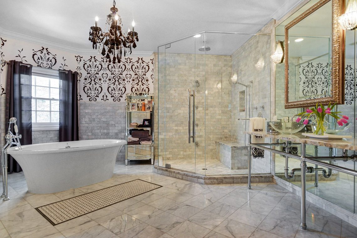 15 – 35 Lakeview Avenue – Master Bath