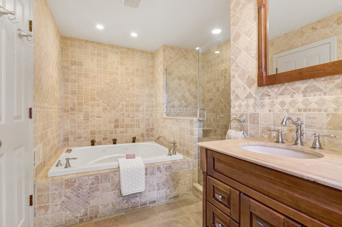 15 – 360 Long Hill Drive – Master Bath