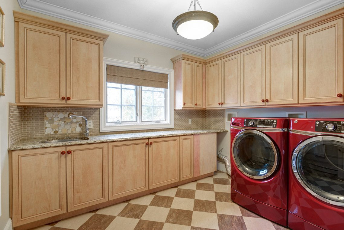 22 – 35 Lakeview Avenue – Laundry Room