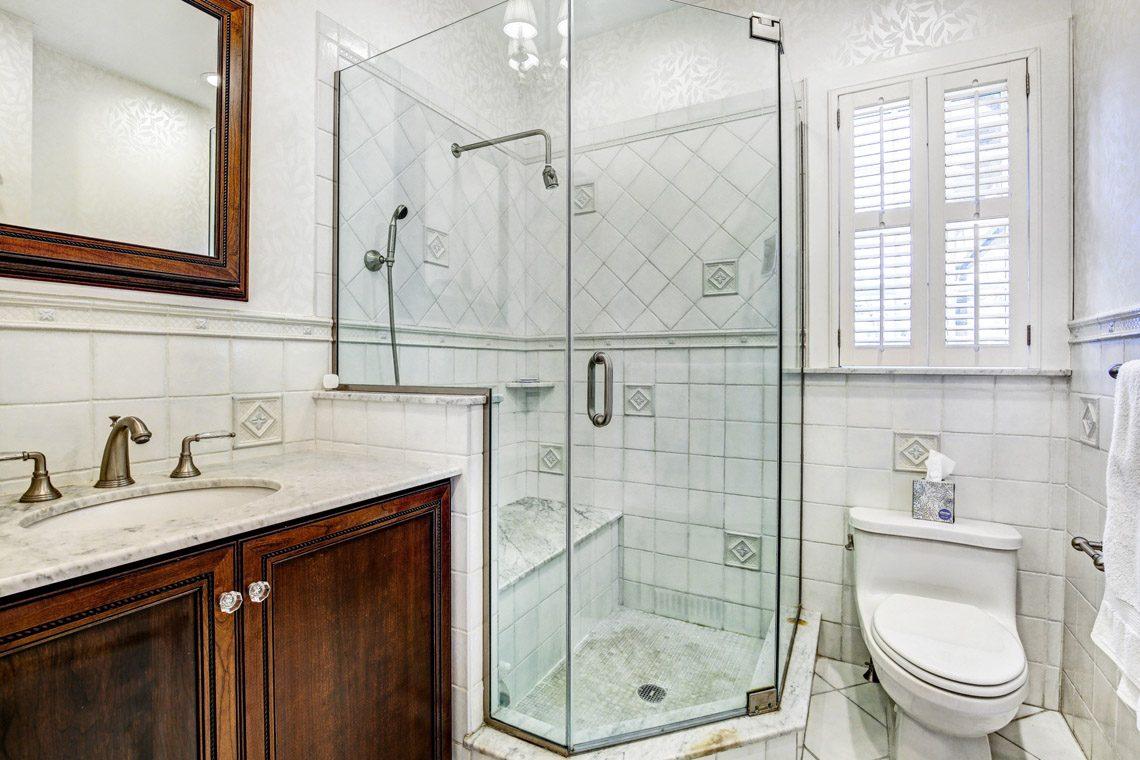 12 – 136 Hobart Avenue – Master Bath