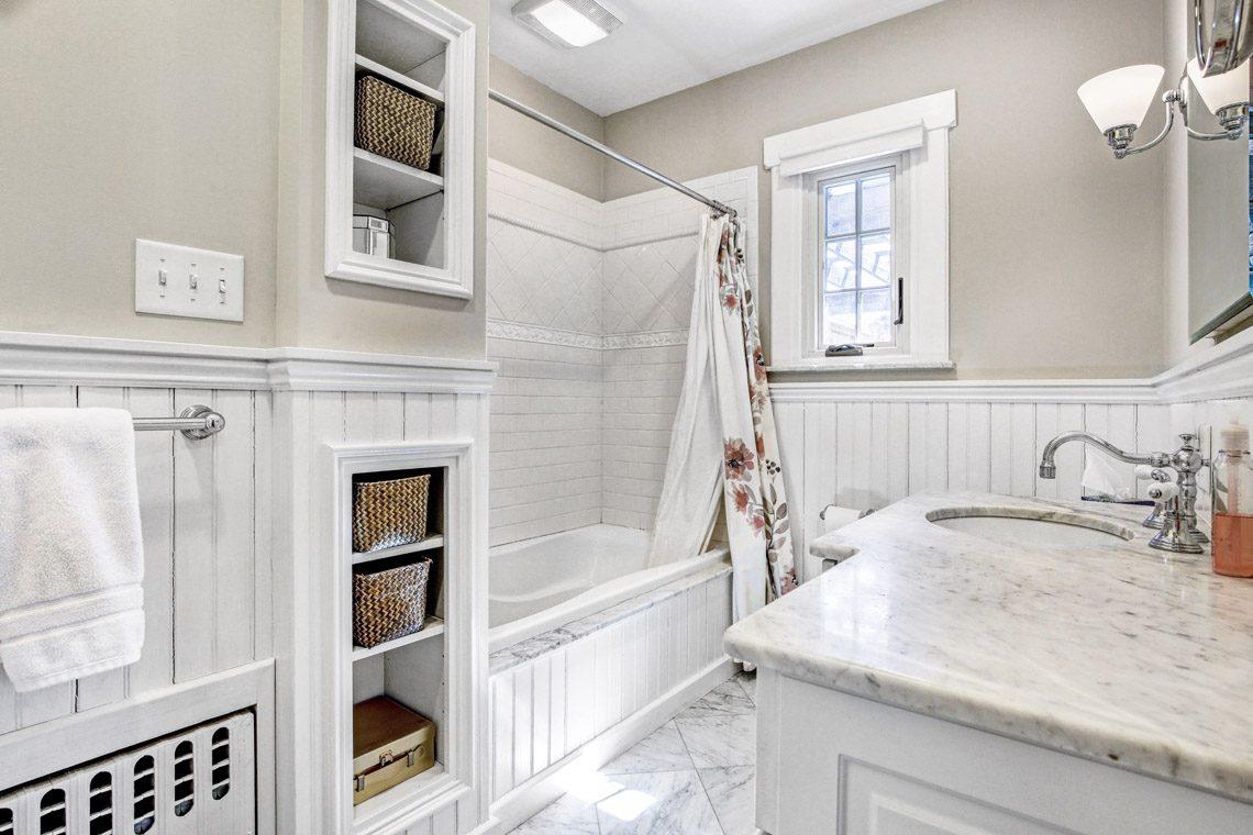 14 – 136 Hobart Avenue – Bedroom 2 En Suite Bath