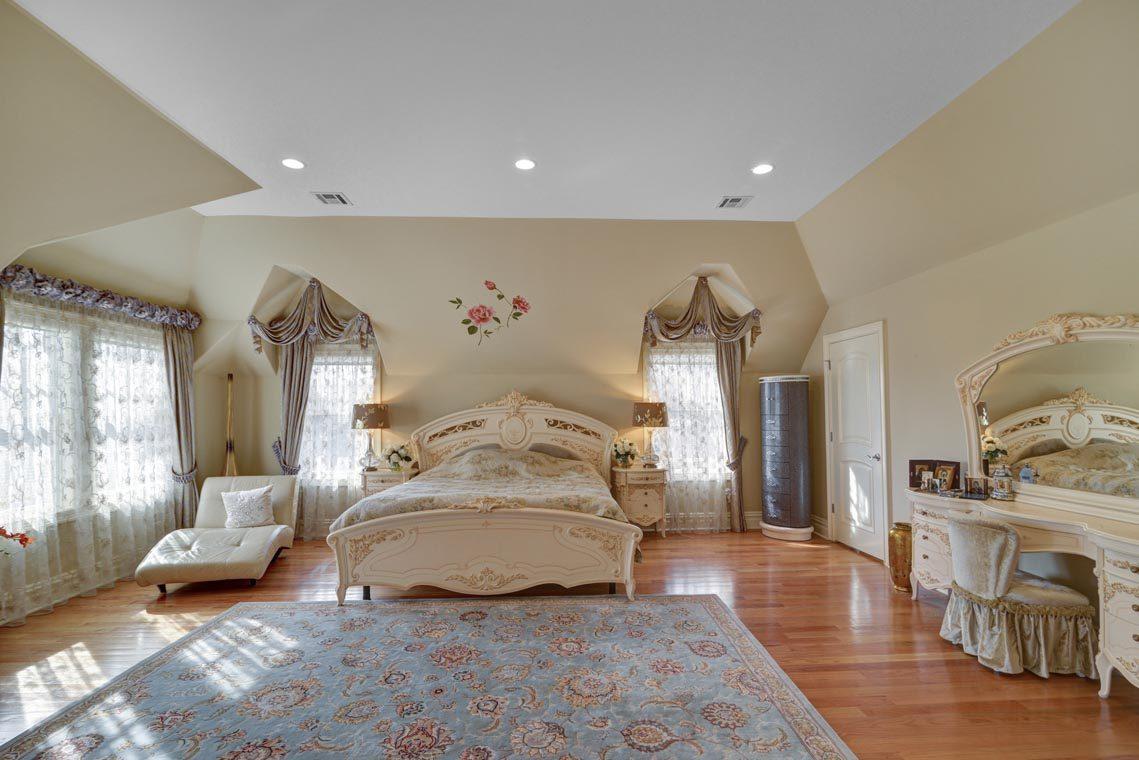 15 – 7 W Beechcroft Road – Master Bedroom