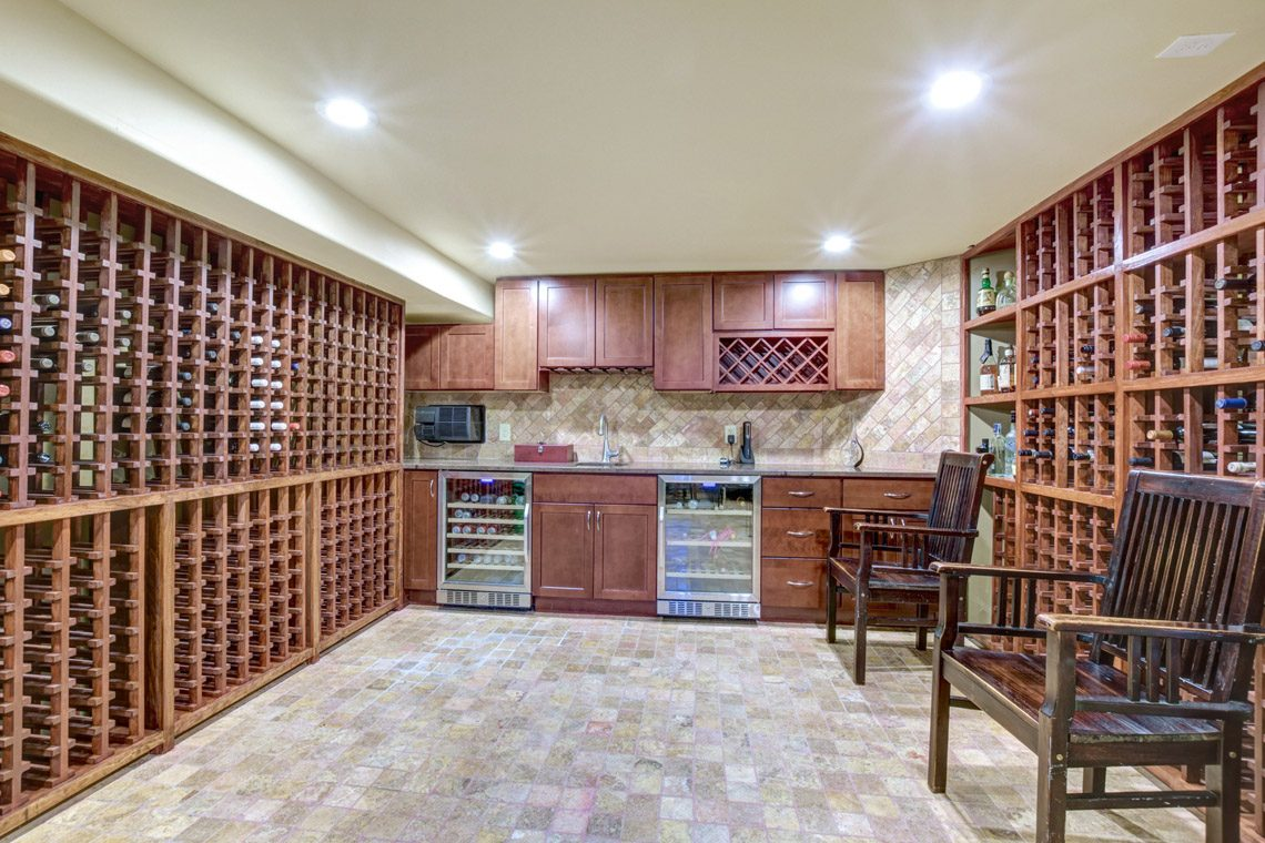 17 – 276 Hobart Avenue – Wine Room