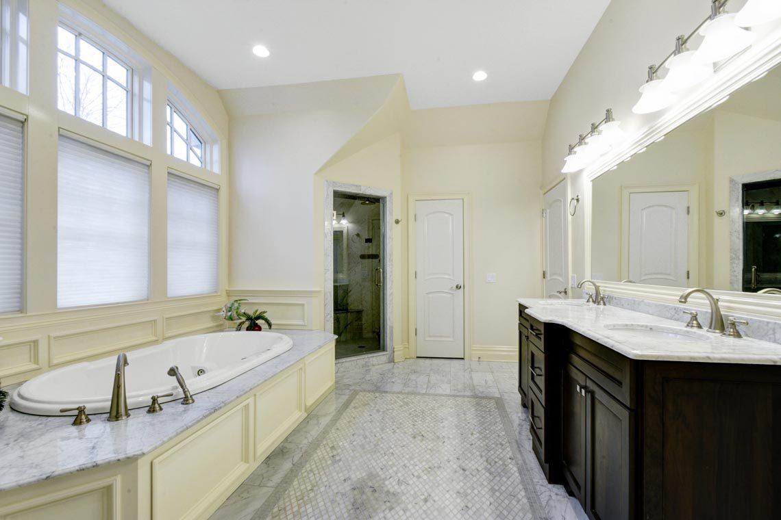 17 – 7 W Beechcroft Road – Spa-like Master Bath