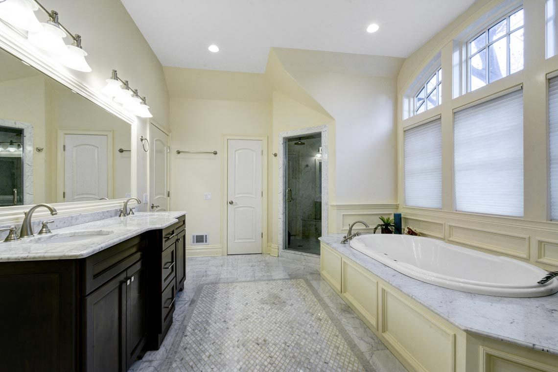 18 – 7 W Beechcroft Road – Spa-like Master Bath