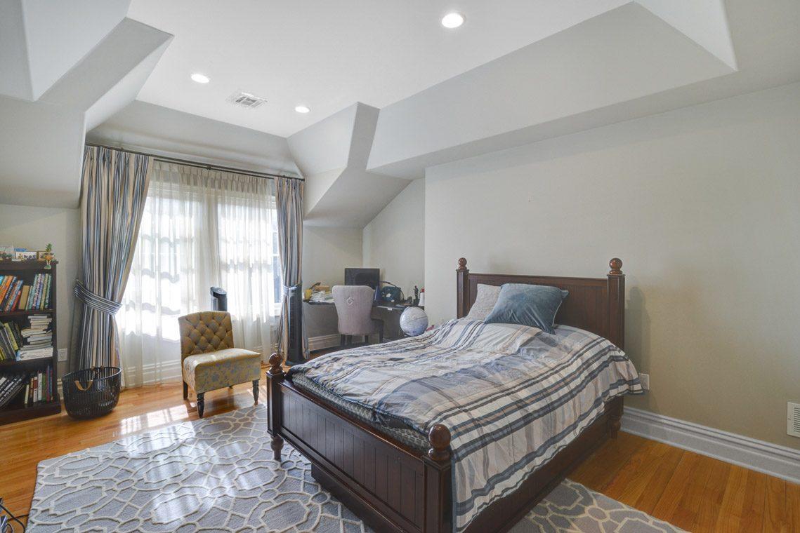 19 – 7 W Beechcroft Road – Bedroom