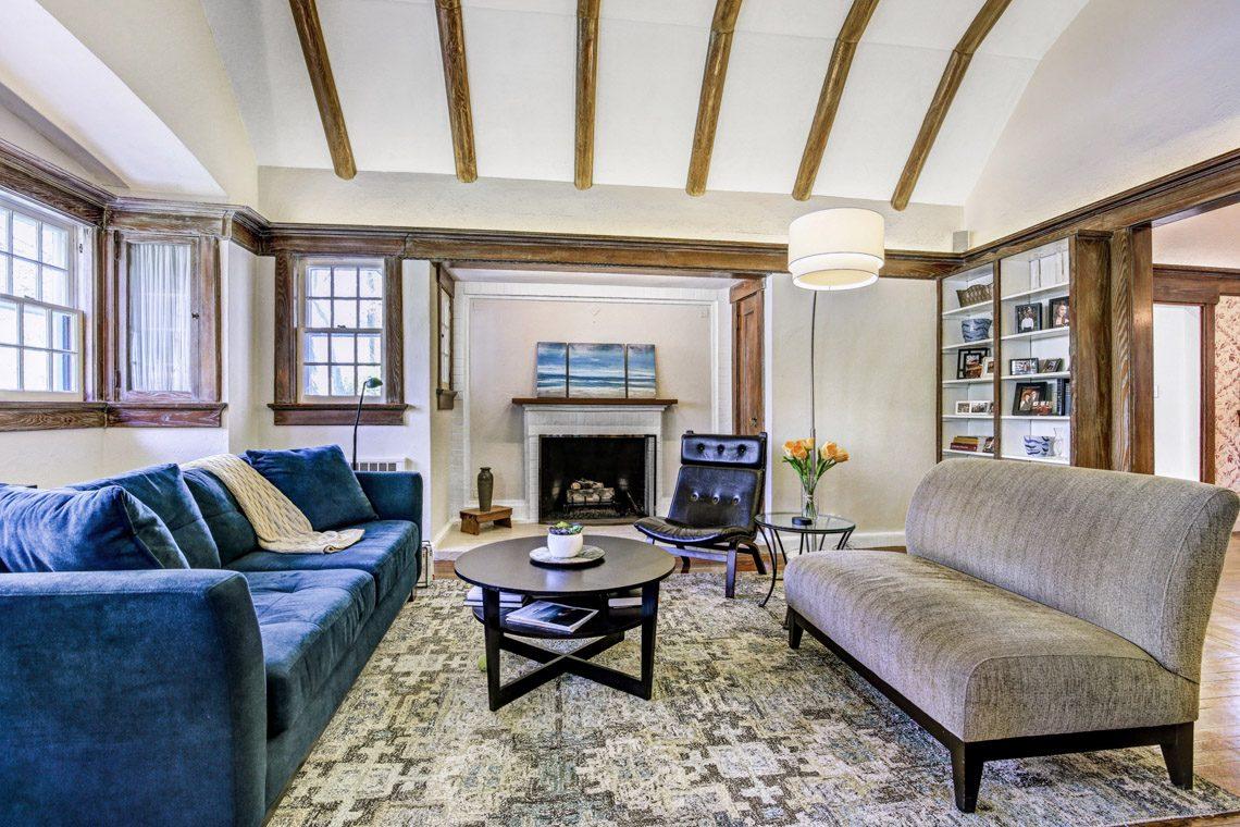 2 – 136 Hobart Avenue – Living Room