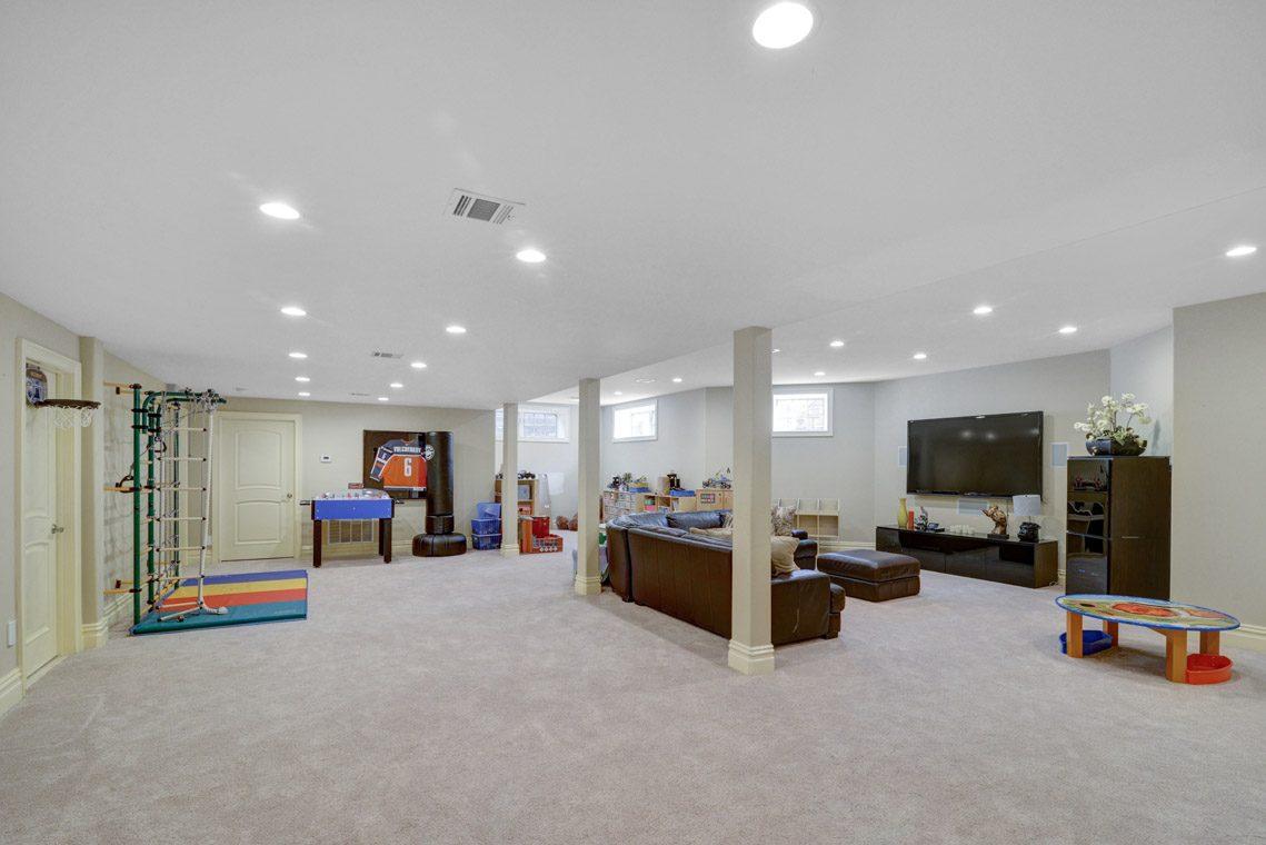 21 – 7 W Beechcroft Road – Recreation Room