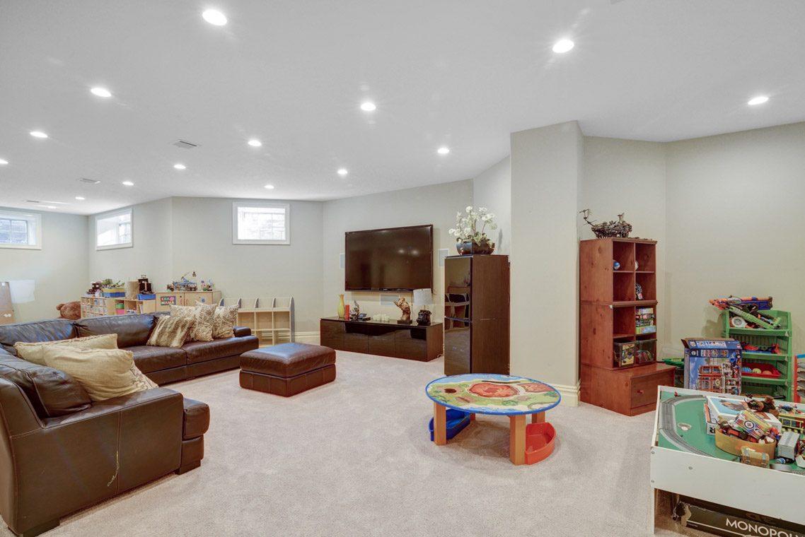 22 – 7 W Beechcroft Road – Recreation Room