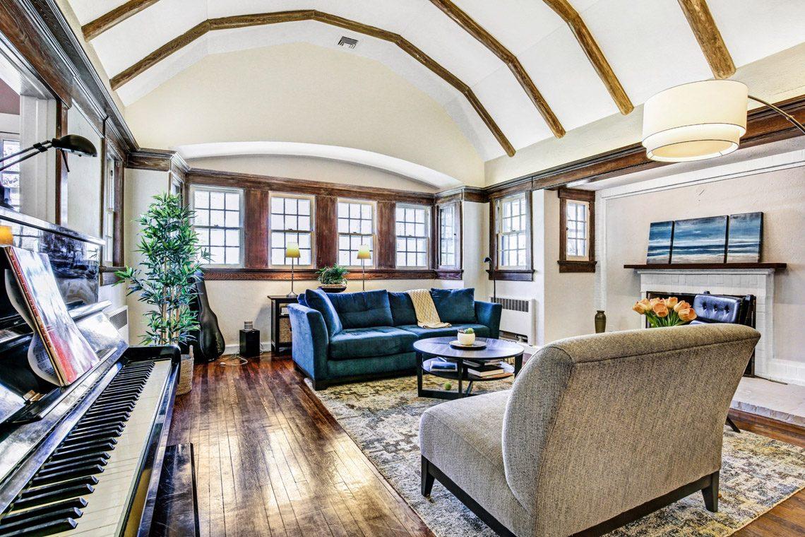 3 – 136 Hobart Avenue – Living Room