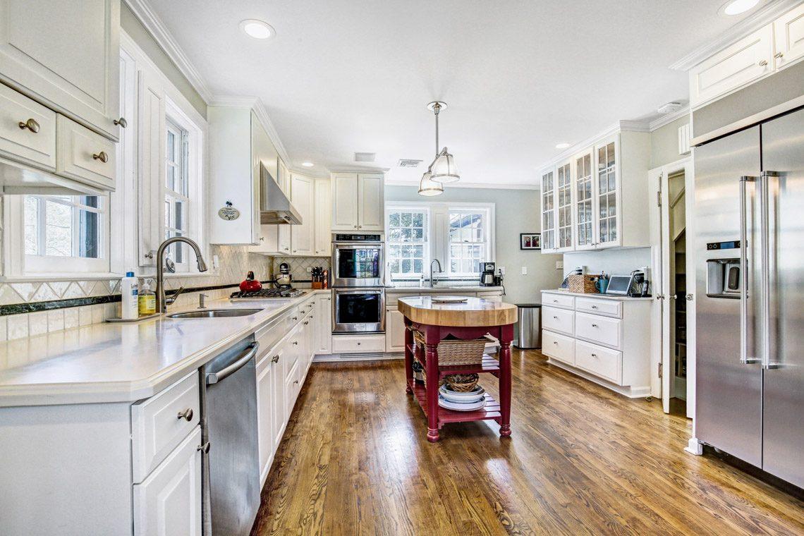 6 – 136 Hobart Avenue – Kitchen