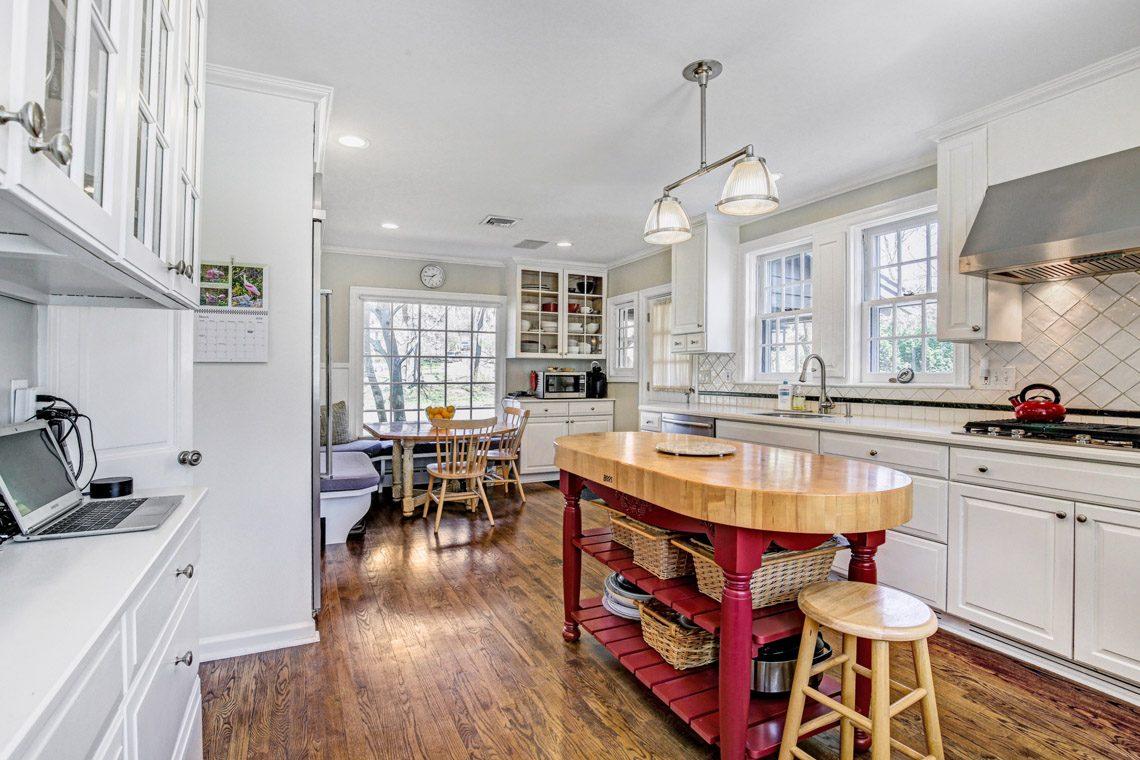 7 – 136 Hobart Avenue – Kitchen