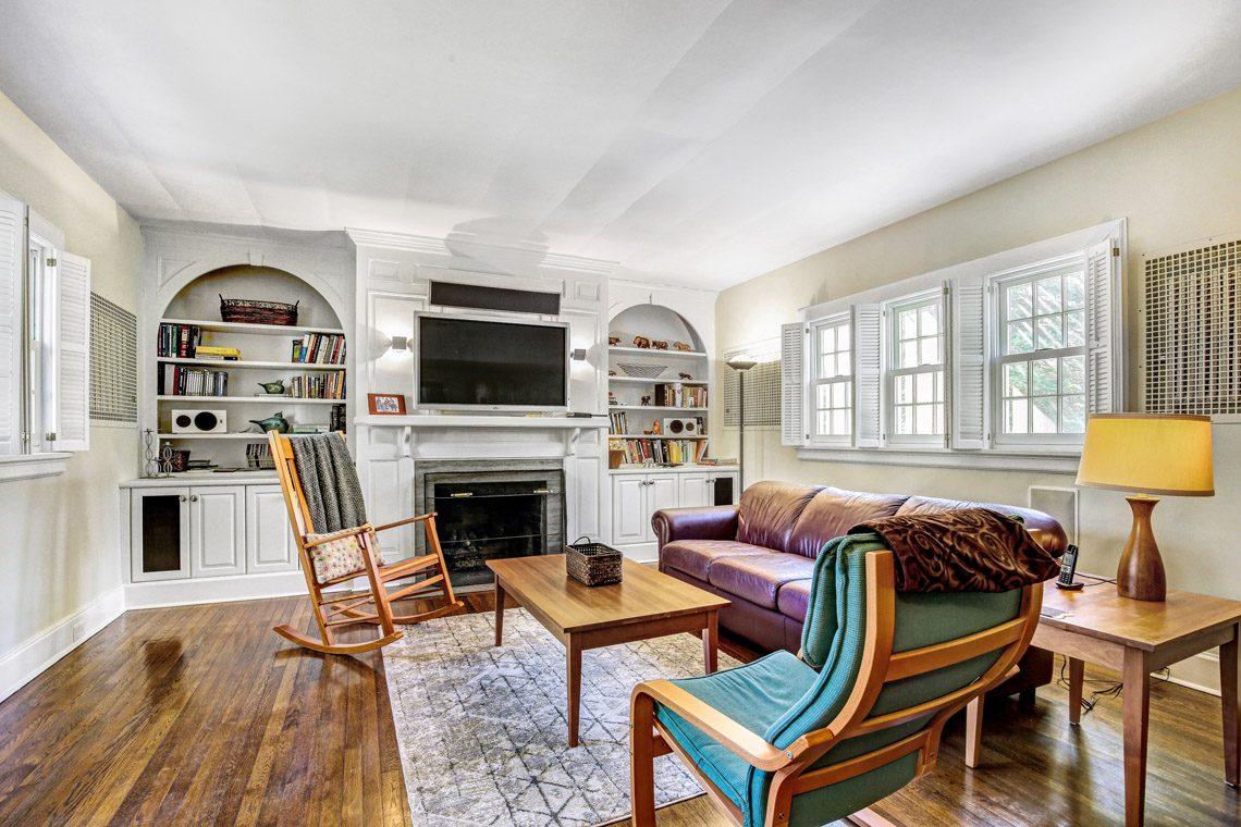 8 – 136 Hobart Avenue – Family Room
